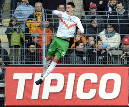 Werder get out of relegation zone