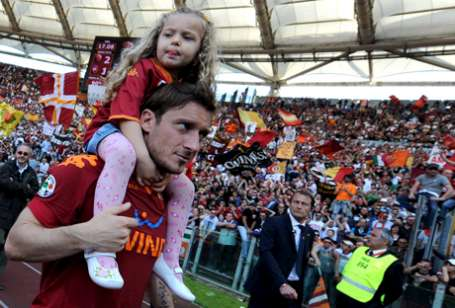 Shock for Roma: Totti out for Rome derby