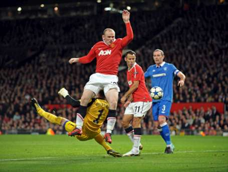 Rooney: I prayed the showers Van der Sar to stay