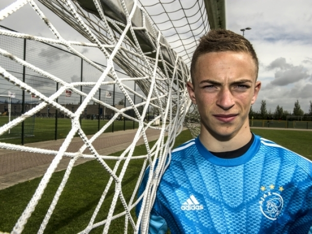 Liverpool wants a 15-year-old supertalant of Ajax